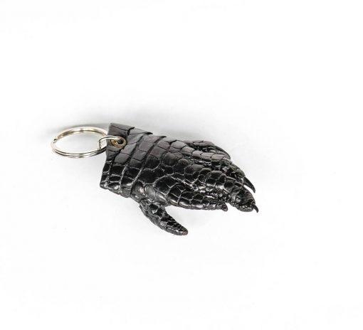 Móc khóa chân cá sấu màu đen