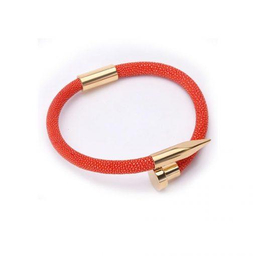 vòng phong thủy màu đỏ